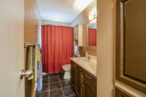 4pc Bathroom- Main Floor