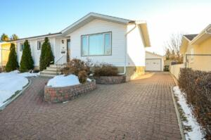60 Rosewood Dr