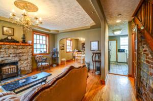 8132 Hallway, Living Room