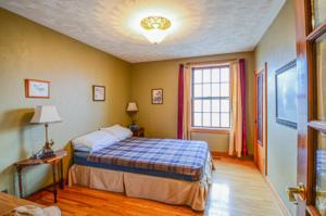 8132 Bedroom