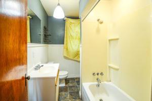 8128 Main Bathroom
