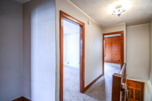 8128 Upstairs Hallway